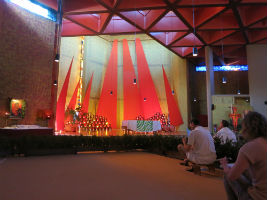 Taizé grote gebedsruimte